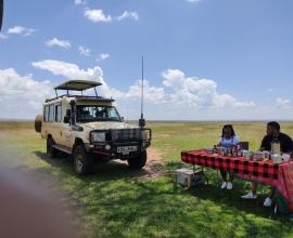Safari Vehicles Hire in Kenya  with driver Guide