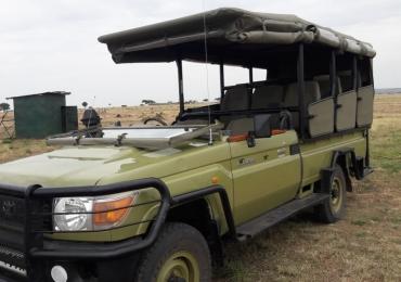 Open 4×4 landcrusier safari hire in masai mara